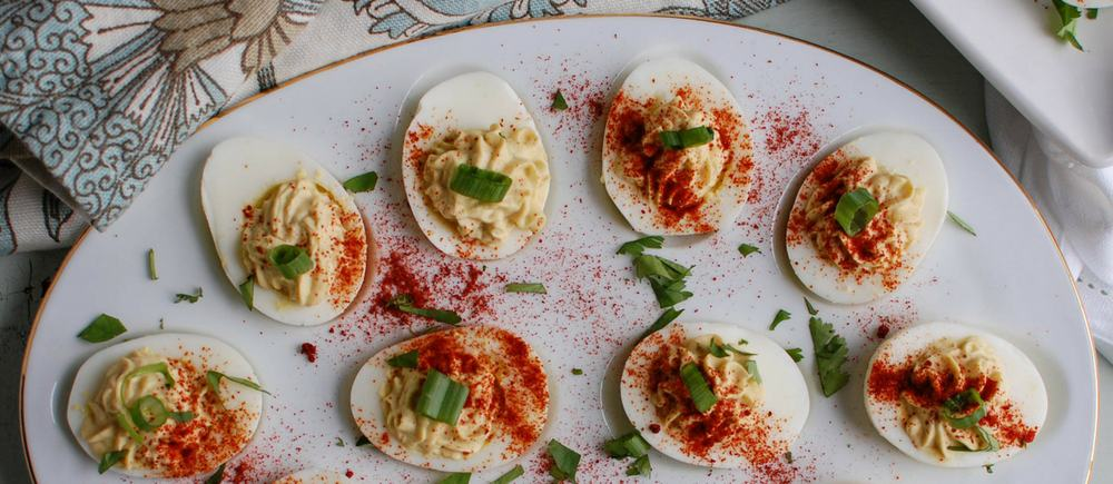 Southwestern Greek Yogurt Deviled Eggs 1000x435