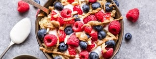 berry quinoa breakfast bowl 1000x435