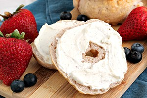 Mixed Berry Greek Yogurt Bagels