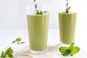 Peach Vanilla Matcha Smoothie