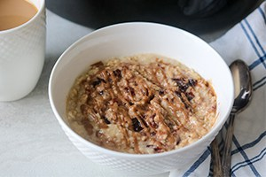 Slow Cooker Peanut Butter & Jelly Oatmeal
